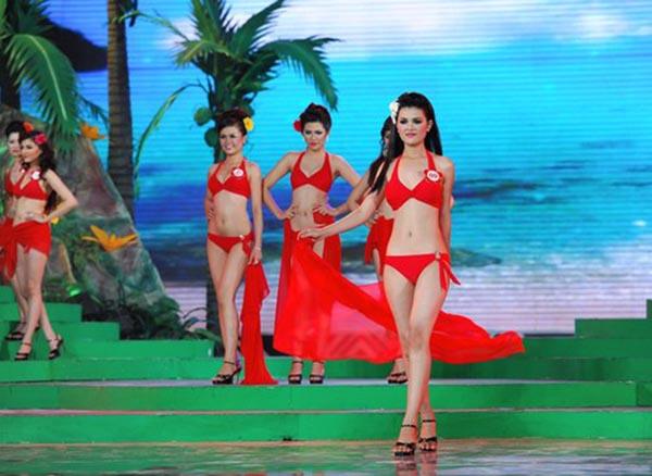 Vừa qua, thông tin Sơn Thị Dura tái xuất ở vai trò thí sinh Hoa hậu Hoàn vũ Việt Nam 2015 gây bất ngờ, ngạc nhiên cho nhiều người.
