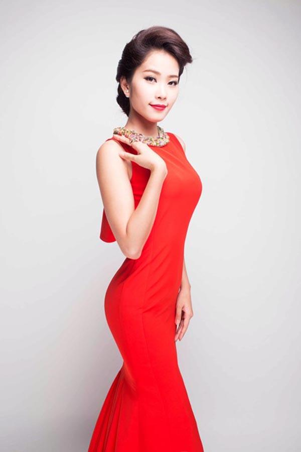 Nối gót hàng loạt đàn chị, Đặng Thị Lệ Nam Em sẽ xuất hiện trong Chung kết Hoa hậu Hoàn Vũ Việt Nam 2015 với tư cách thí sinh.