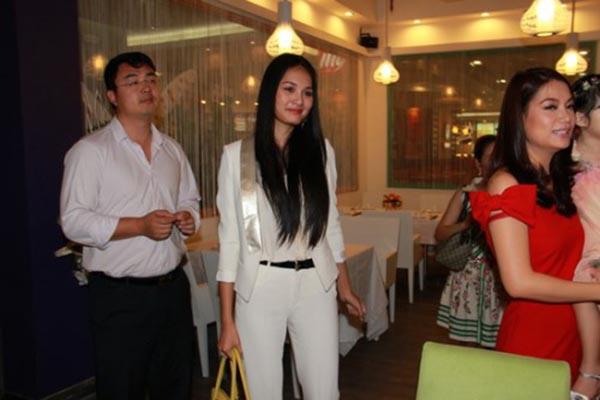 Từ khi nên duyên vợ chồng, Hương Giang và ông xã đều hạn chế xuất hiện và chụp hình chung ở các sự kiện giải trí.