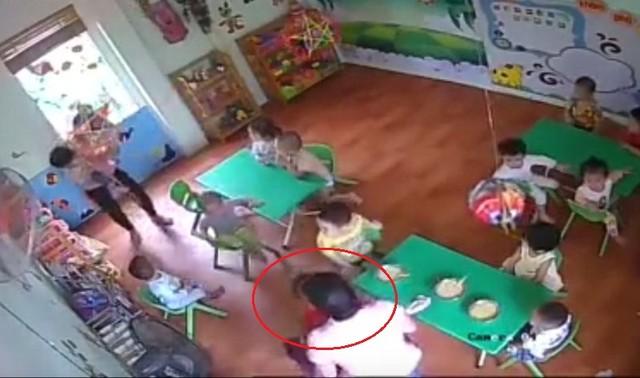 Nữ giáo viên có hành vi giật, đánh trẻ mầm non trong clip này chỉ là nhân viên vệ sinh