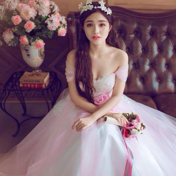 Hình ảnh làm cô dâu của Nhật Hạ nhận được nhiều sự quan tâm của cư dân mạng.