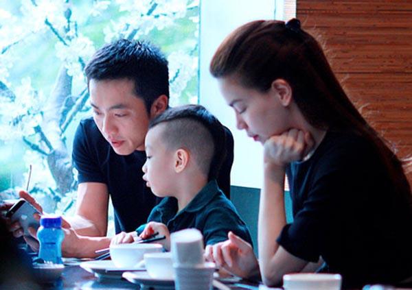 Tháng 07/2014, làng giải trí trong nước rộ tin đồn cặp đôi Hồ Ngọc Hà - Cường Đô la chia tay, không còn sống chung 1 nhà sau hơn 7 năm yêu thương mặn nồng.