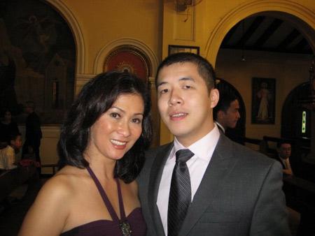 Bà Cristina Serrano - mẹ ruột của chồng Hà Tăng. Bà là cháu họ của phu nhân cựu Tổng thống Philipines Imelda Marcos.