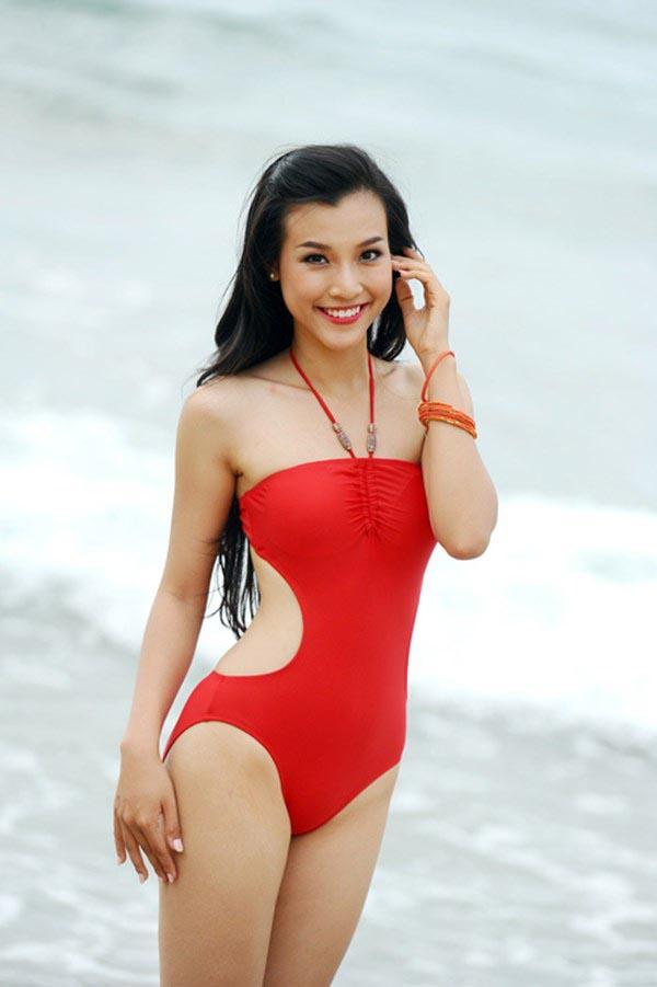 Sở hữu hình thể nhỏ nhắn cùng gương mặt xinh đẹp, hiện tại Hoàng Oanh đang định hướng mình đi theo con đường của 1 MC truyền hình.
