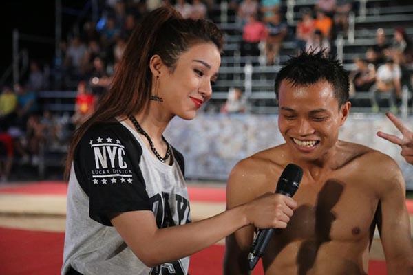 3 năm sau khi thi trượt hoa khôi, Diệp Lâm Anh đang thử sức với vai trò MC của gameshow Không giới hạn - Sasuke Việt Nam.