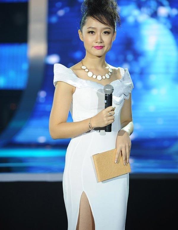 Giấc mơ hoa hậu tan vỡ, Thu Hà chính thức đầu quân cho VTV với vai trò MC sau khi tốt nghiệp đại học.