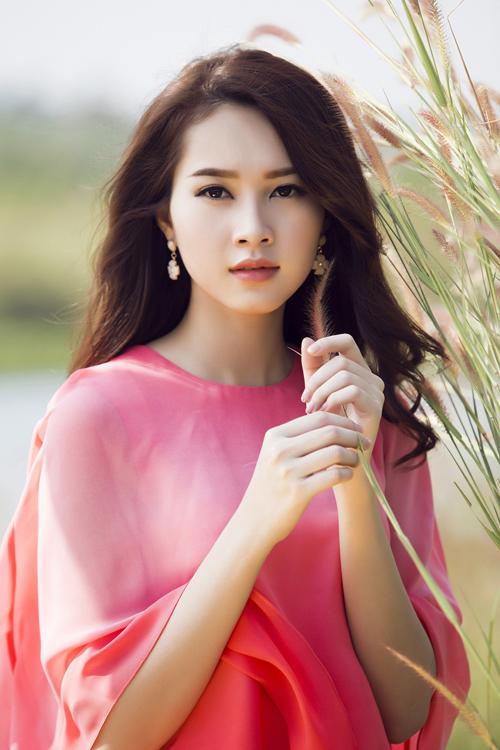 Gương mặt hoàn hảo của Hoa hậu Việt Nam 2012 sau khi được chăm chút bởi chuyên gia trang điểm.