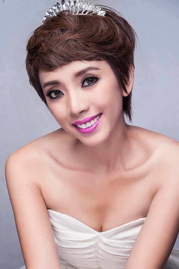 Tuổi thơ đầy khốn khó khiến Thu Trang luôn cảm thấy tự ti. Cứ gặp người nói giỏi, ăn mặc sành điệu, cô lại thấy mình thật nhỏ bé, tự nhiên có cảm giác thu mình lại.