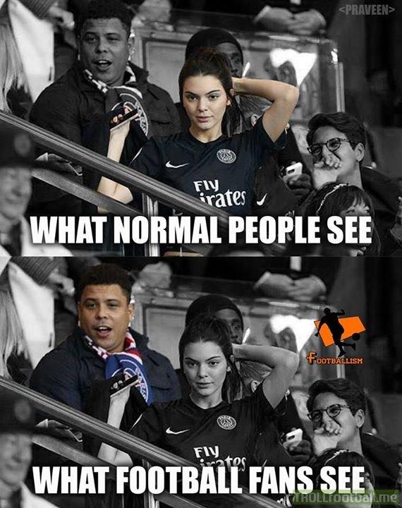 Bạn nhìn thấy Ronaldo béo trước hay cô gái mặc áo PSG trước.