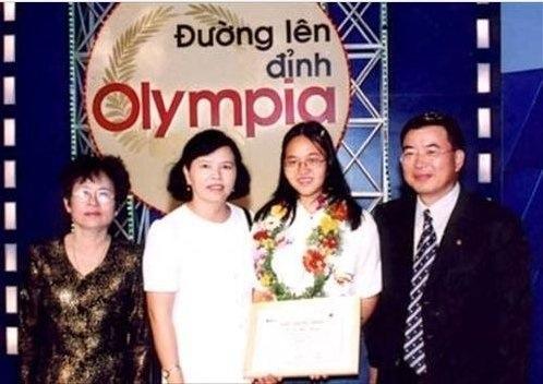 Hồng Nhung trong cuộc thi Đường lên đỉnh Olympia