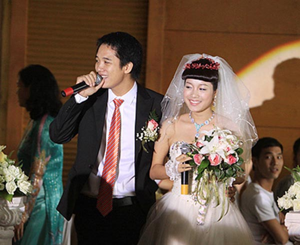 Để đến bến bờ hạnh phúc với Minh Hương, Lê Huỳnh mất 3 năm tìm hiểu và duy trì mối quan hệ với cô nàng ham chơi, mê shopping, thích làm dáng, gặp gỡ bạn bè...