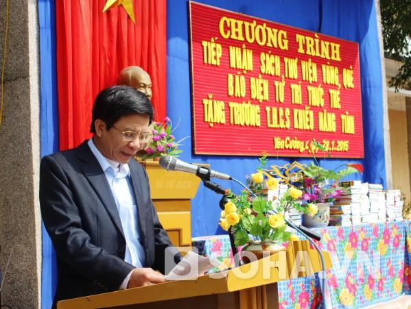 Thầy Bùi Quốc Hưng - Hiệu trưởng nhà trường.