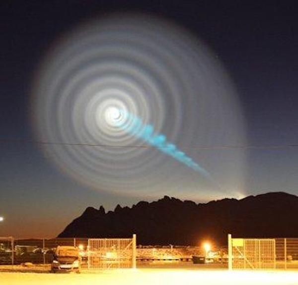 UFO được mô tả như một lốc xoáy trên bầu trời