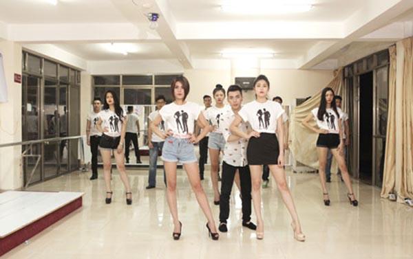Hiện tại, Kenbi Khánh Phạm vẫn đang đào tạo thêm nhiều người đẹp, chân dài để chuẩn bị cử đi thi 1 vài cuộc thi vào năm 2016.