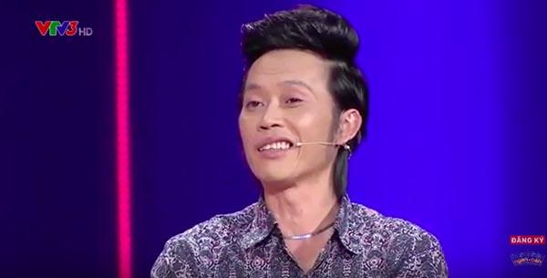 Trong chương trình Bước nhảy ngàn cân lên sóng tối 08/11, giám khảo Hoài Linh động viên tinh thần 1 thí sinh với việc công khai chuyện sụt 7 kg từ sau Tết cho đến nay.