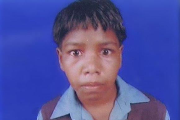 Cô bé Lalita, 7 tuổi, đã bị bắt cóc, mổ bụng và lấy gan để làm vật hiến tế, cầu mong mùa màng bội thu.