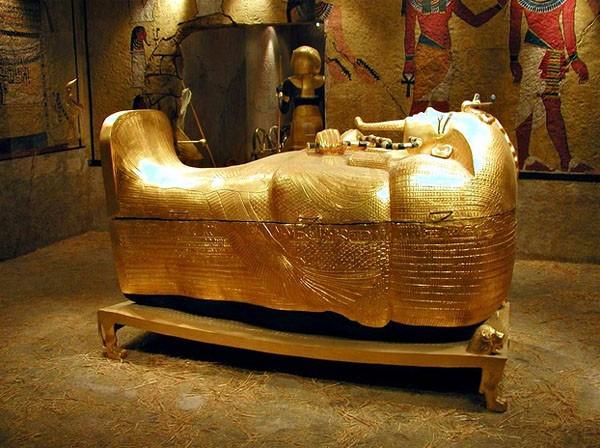 Quan tài mạ vàng của một pharaoh