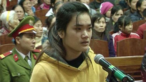 Hồ Nhật Linh bị tòa tuyên án tù chung thân nhưng sau đó được giảm án xuống còn 27 năm tù giam nhờ nuôi con nhỏ