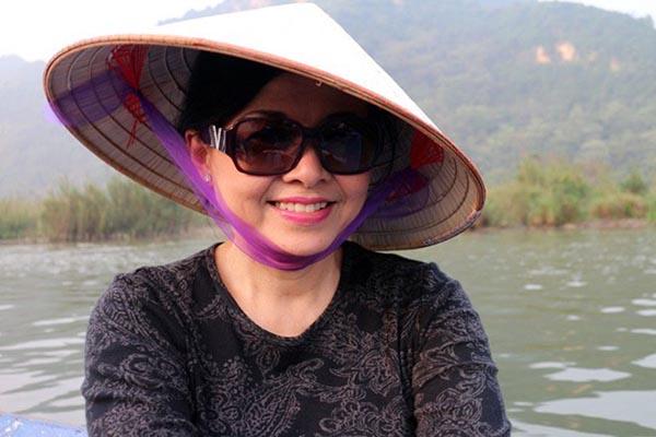 Vương Nga - vợ thứ 4 của Chế Linh là người phụ nữ gắn bó với Chế Linh lâu lắm nhất. Bà kết hôn với nam danh ca từ năm 1975 sau thời gian bị gia đình ngăn cấm và phản đối kịch liệt.