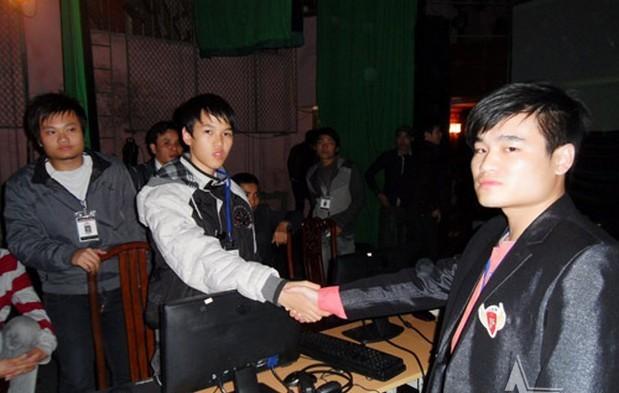 Sơ Luyến xuất sắc đả bại thần đồng AoE Việt Nam - Chim Sẻ Đi Nắng trong trận Chung kết Solo Shang Hỗn Mã năm 2011