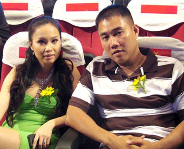Chính thức yêu nhau từ năm 1999, cặp đôi Minh Vy - Cẩm Ly nhanh chóng thể hiện sự ăn ý khi cho ra mắt hàng loạt sản phẩm ăn khách, được nhiều khán giả yêu thích.