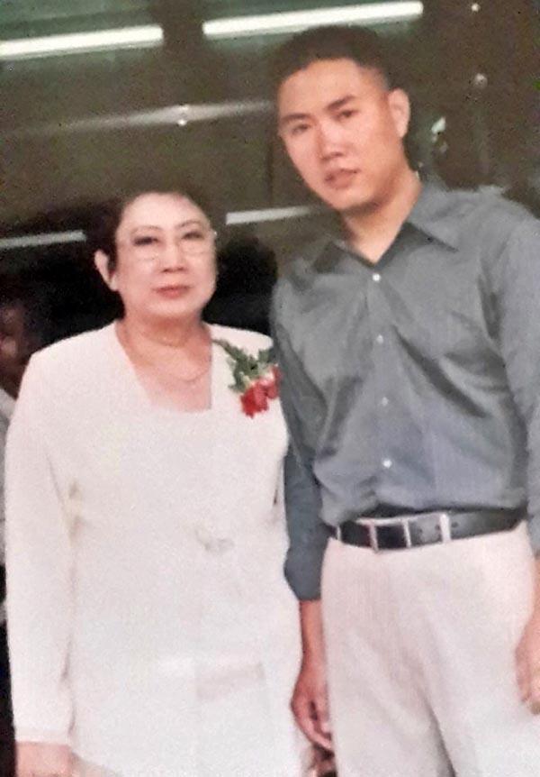 Nhạc sĩ Minh Vy tên thật là Đoàn Hữu Minh. Anh không sinh ra trong gia đình có truyền thống nghệ thuật nhưng được bố mẹ đầu tư cho học piano, violin, organ... từ thủa còn ngồi ghế nhà trường.