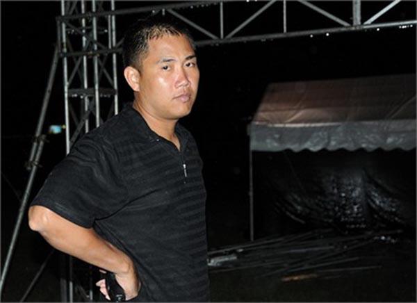 Từng có thời gian hoạt động trong nhóm nhạc Dòng Biển Lặng, song đến năm 1990 anh và bố đẻ quyết định thành lập Kim Lợi studio để thực hiện các sản phẩm âm nhạc và dìu dắt các ca sĩ trẻ.