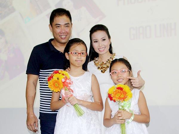 Hơn 10 năm chung sống êm ấm, Minh Vy - Cẩm Ly đã có 2 cô con gái ngoan ngoãn, dễ thương.