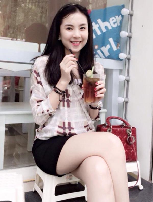 Giống như Mỹ Linh, Mai Ngọc từng là hot girl đình đám ở thủ đô Hà Nội. Cô sở hữu chiều cao 1m72, làn da trắng và gương mặt hài hoà mọi đường nét.