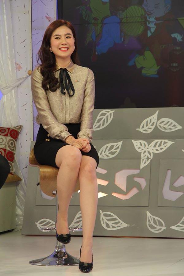 Sau khi tốt nghiệp đại học, Mai Ngọc không ra nhập làng giải trí mà theo đuổi công việc của một BTV truyền hình.