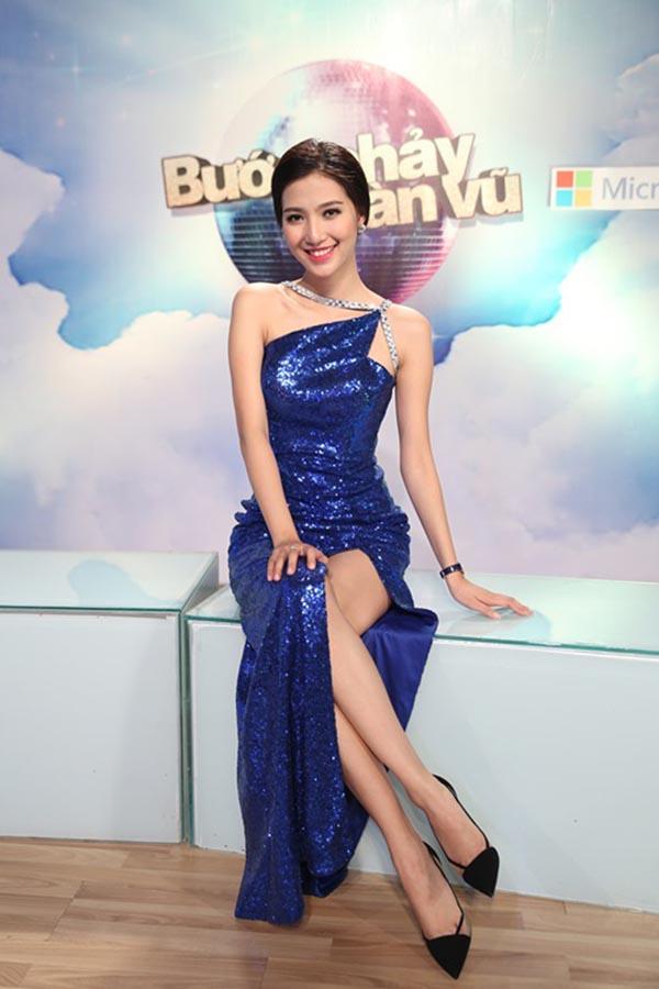 Sở hữu ngoại hình xinh đẹp, giọng nói truyền cảm, Mỹ Linh có cơ hội được dẫn dắt nhiều chương trình lớn như: Bước nhảy hoàn vũ, The Voice..