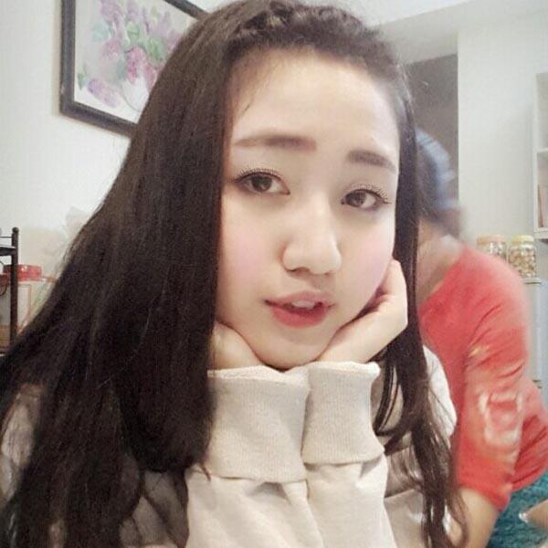 Ngô Trà My sinh năm 1992 tại thủ đô Hà Nội. Cô vừa tốt nghiệp trường Đại học Thăng Long khoa tài chính ngân hàng.