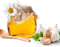 Mật ong và tỏi là bài thuốc chữa ho dai dẳng, viêm họng lâu ngày cực hữu dụng.