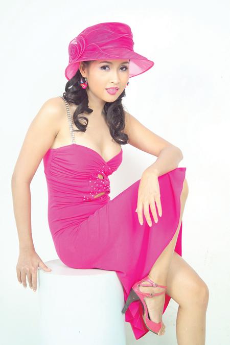 Xuất thân từ nghề người mẫu, Minh Thư là một trong số những nữ diễn viên lấn sân khá thành công. Những vai diễn của chị luôn đầy cá tính, sôi nổi nhưng cũng chất chứa nhiều mâu thuẫn nội tại.