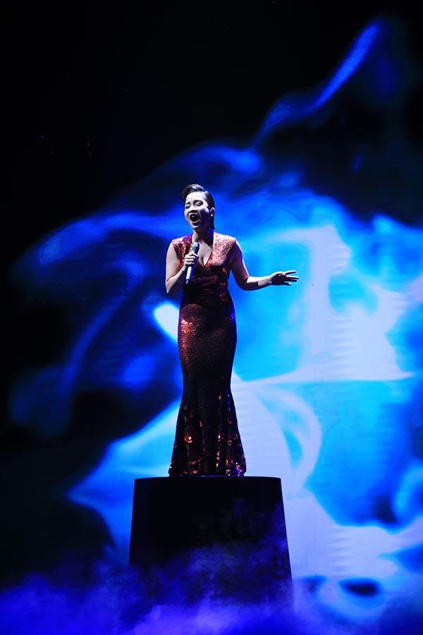 Ngoài Thu Minh, diva nhạc nhẹ Mỹ Linh cũng có mặt và khoe giọng hát đẳng cấp của mình.