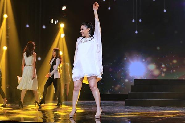 Ngoài tập trung vào phần hát, Thu Minh còn tự tin biểu diễn trước hàng nghìn người đến trực tiếp theo dõi sự kiện này.