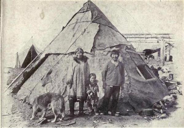 Một gia đình trong làng Anjikuni