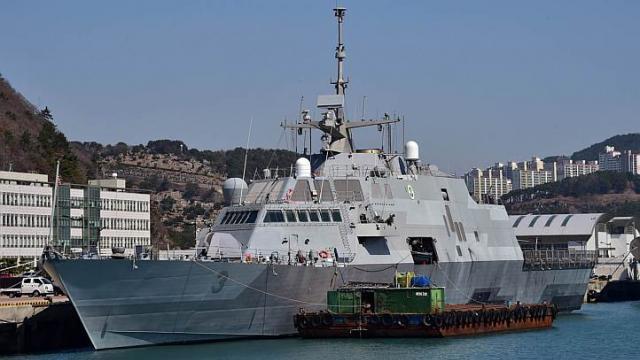 Tàu USS Fort Worth tại một cảng hải quân ở Busan hôm 14/5/2015. Ảnh: Reuters.