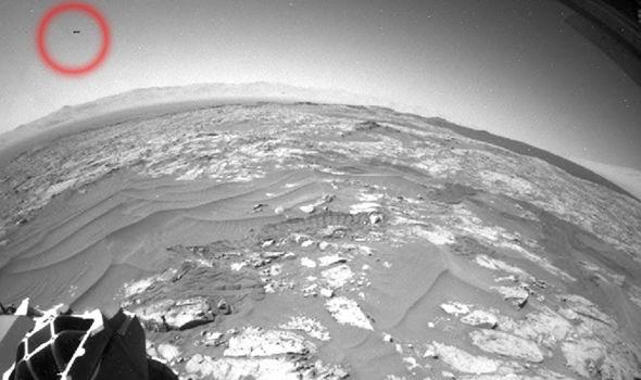 Đĩa bay xuất hiện phía chân trời sao Hỏa