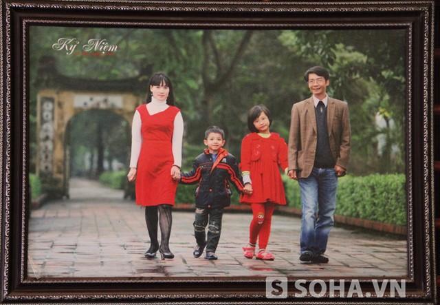 Gia đình anh Huy, chủ nhân bức tượng đặc biệt.