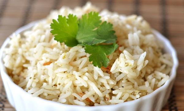 Nấu cơm với dầu dừa để phòng tránh bệnh tiểu đường và béo phì