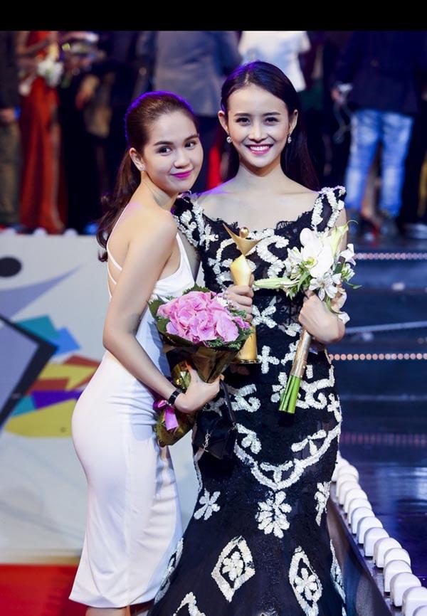 Cô đươc vinh danh với giải vàng Người mẫu trẻ châu Á 2015.