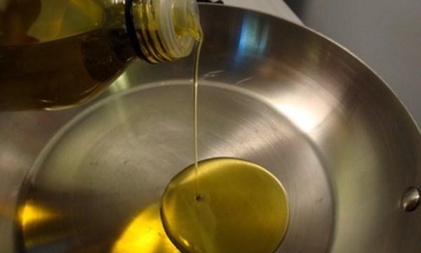 Không nên tái sử dụng dầu ăn