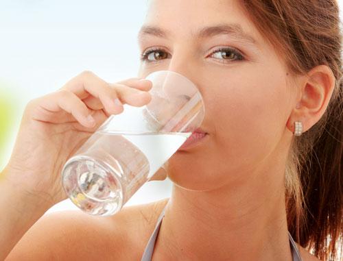 Uống đủ nước để có vòng 1 căng tròn