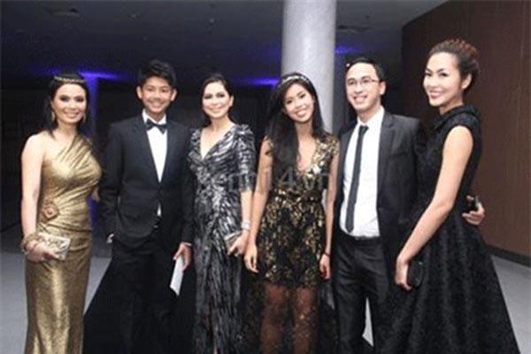 Với gia thế hoành tráng, giàu có nổi tiếng tại Việt Nam, hiện tại gia đình Thảo Tiên đang sở hữu nhiều tập đoàn lớn, nắm giữ 30% thương hiệu nổi tiếng thế giới tại Việt Nam, là chủ đầu tư của nhiều dự án triệu đô và sở hữu nhiều chuỗi kinh doanh tiền tỷ.