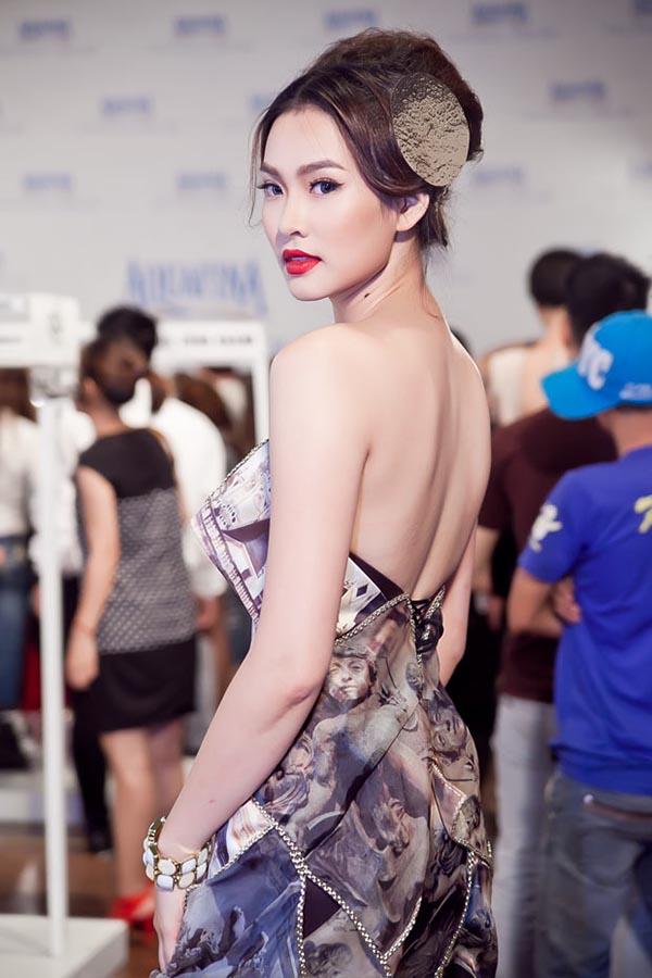 Cô chỉ xuất hiện cầm chừng trong vai trò người mẫu chứ không hoạt động nhiều như thời mới trở thành người nổi tiếng.