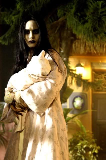Ma nữ Pontianak thường bế đứa con của mình
