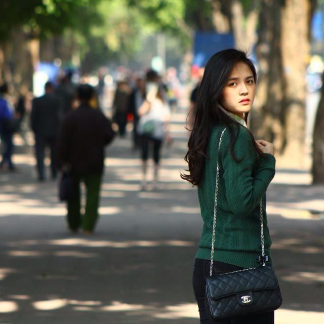 Đây cũng là thời điểm cuộc sống riêng của Thu Quỳnh có nhiều trăn trở nhưng dù thế nào đi nữa, công chúng vẫn mong được thấy cô mạnh mẽ bước qua và tìm được lại nụ cười.