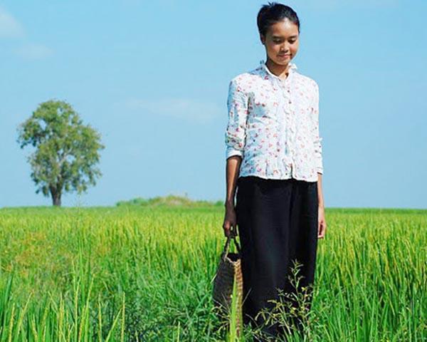 Cô cũng được gắn mác nhà quê với hình ảnh đời thường nhạt nhoà cùng những vai diễn hiền lành, giản dị.