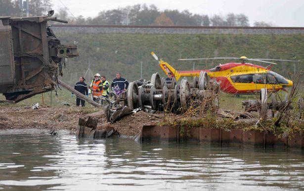 Một máy bay trực thăng cứu hộ tại hiện trường
